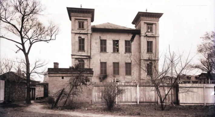 damaged building following the 1886 earthquake in charleston